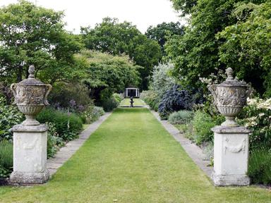 elegant and romantic gardens