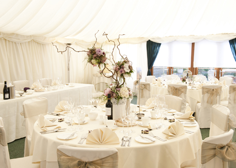 Table layout and decoration in the marquee