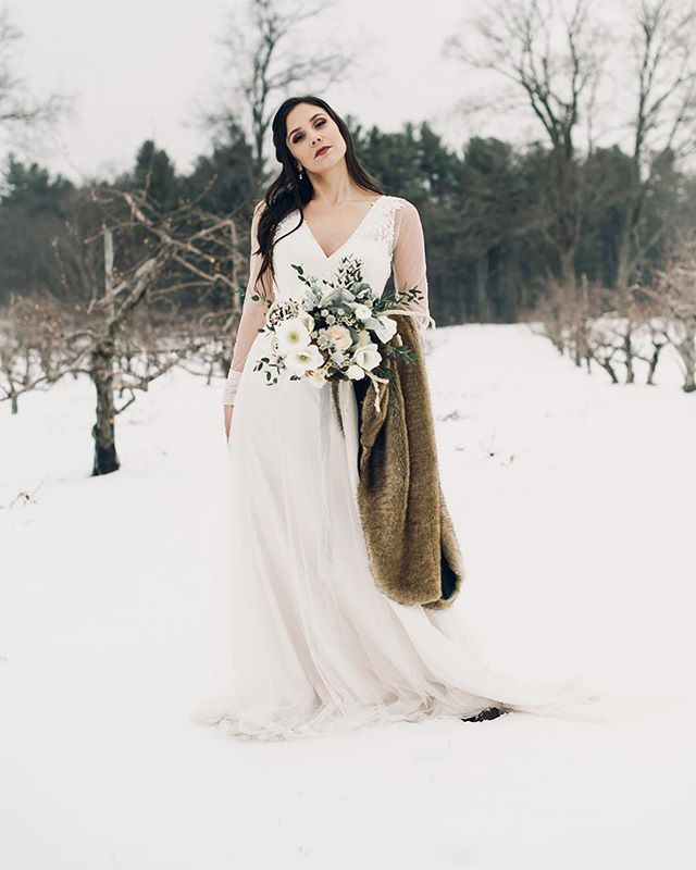 Who else is enjoying this snowy Sunday morning? ❄️ We hope you're warm and cozy this chilly weekend 🖤 . . . #fineartweddingphotography #maweddinhphotography #justsaidyes #fineartweddings #winterwedding #vowgram #junebugwedding #bostonbride #westernmassbride  #weddingphotography #weddingphotographer #valleyofwonder #newportwedding #weddingstyle #blackandwhitephotography #quonquontfarmwedding
