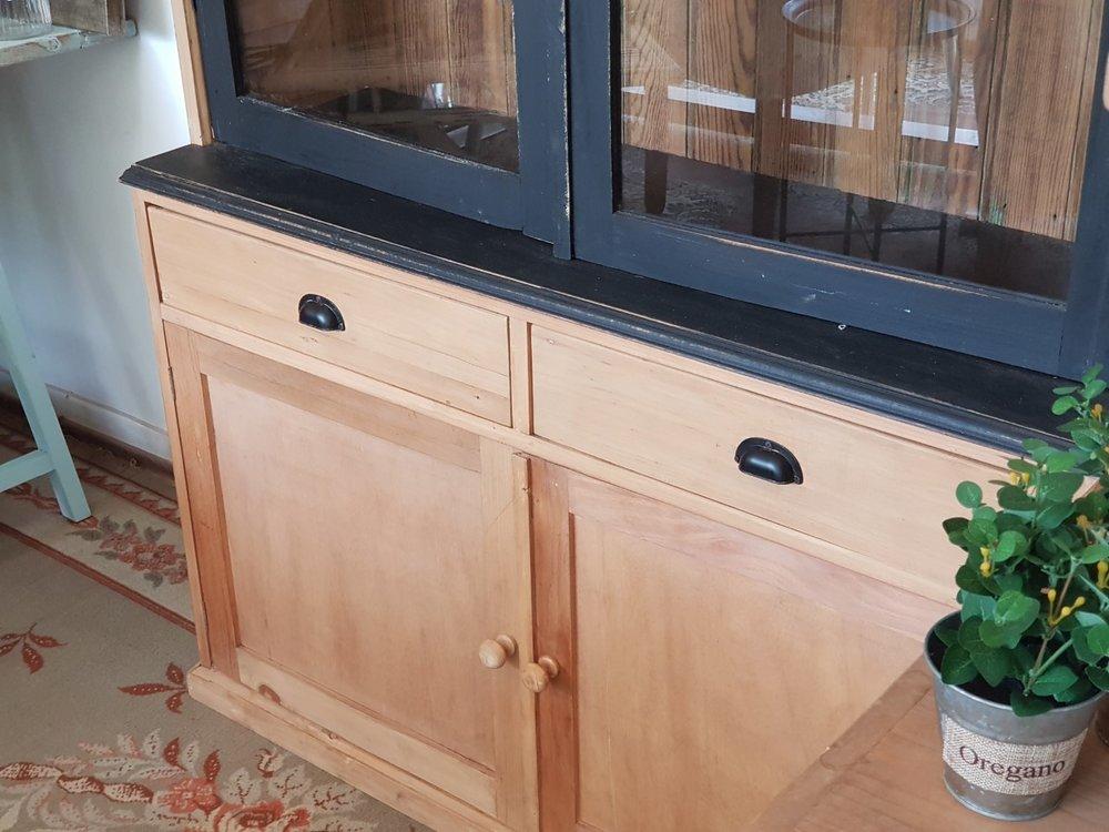 Aparador madera y vidrio