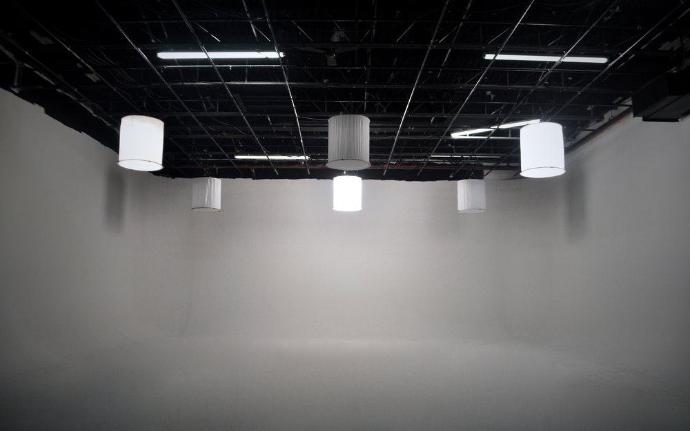 Centre grille et Space lights - Studio Rouge.jpg
