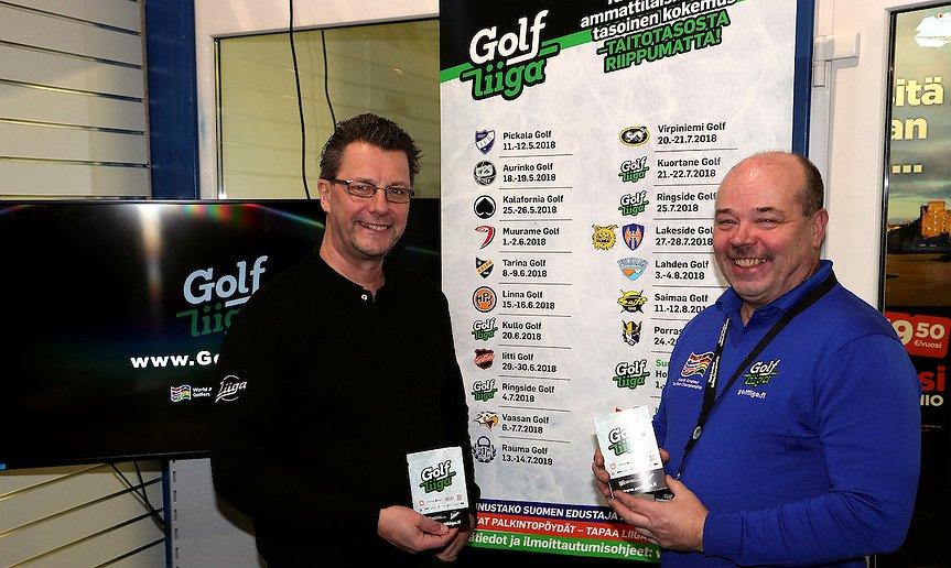 Liigan Juha Kuosa ja WGC Finlandin Olli Palkamo esittelivät yhteistyötä Golf-messuilla.(Kuva: Tomi Natri)