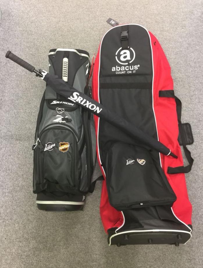 Arvontapalkintona Srixonin Liiga- logoilla varustettu golfbägi, Abacuksen Liiga- matkasuoja sekä Srixonin sateenvarjo.