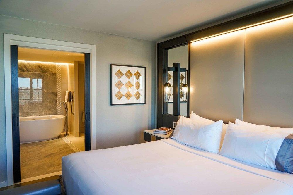 Parker-Torres-InterContinental-The-Wharf-Anchor-Suite-Bedroom-Bathroom.jpg
