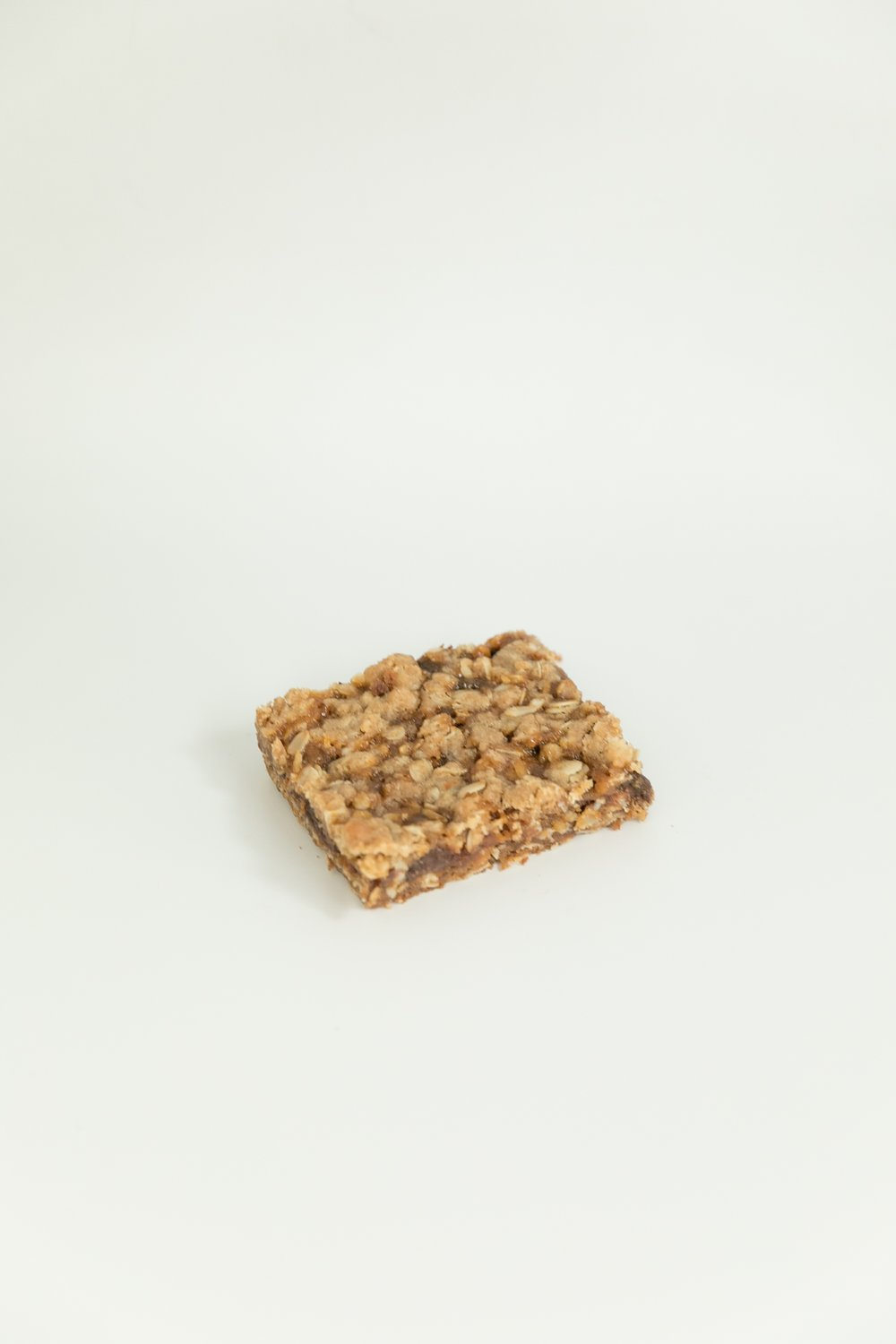 oatmeal caramelita is a delicious bar filled with caramel, oatmeal and so much chocolate!