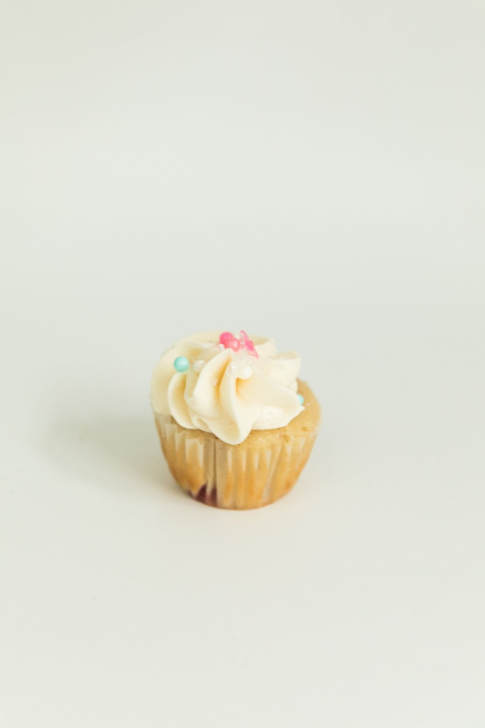 Mini strawberry cupcake with cream cheese frosting