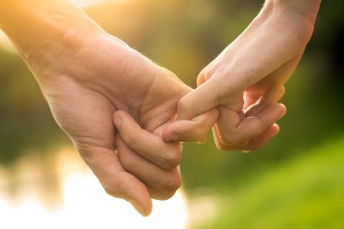 couple-holding-hands-thisgirlisonfire.co.uk