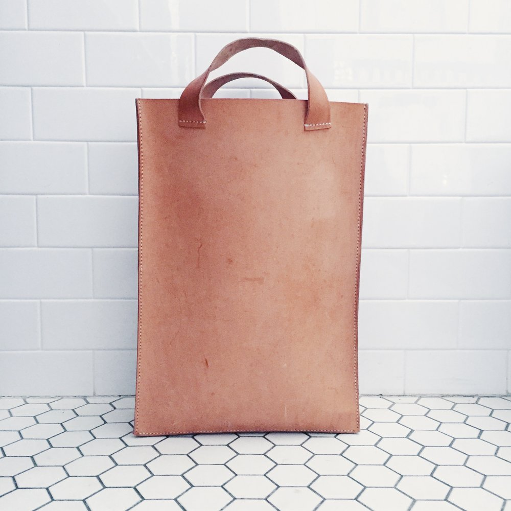 Vegetable-tanned cowhide, nylon | hand-stitched