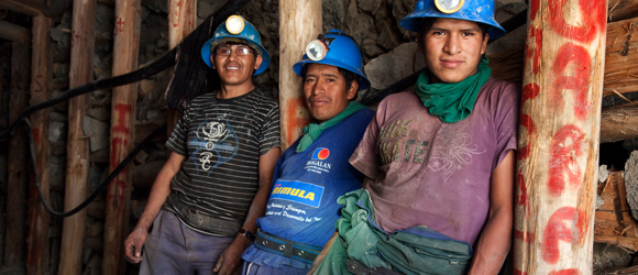 choose fairtrade gold gives miners mine workers access to better working conditions