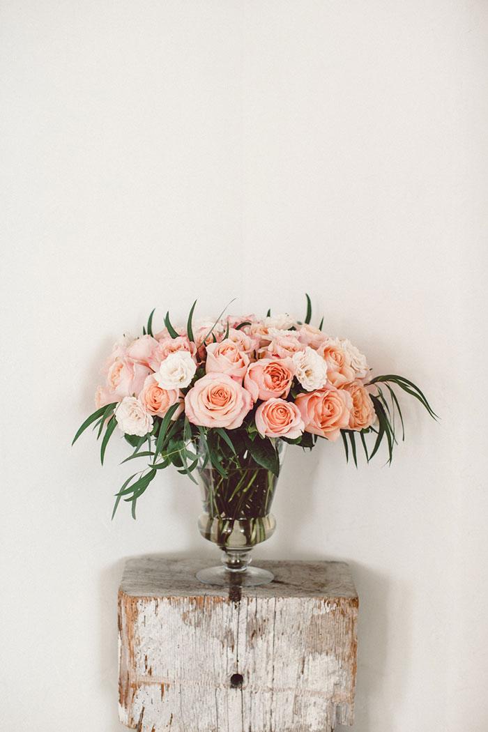 villa-montara-california-seaside-boho-casual-elegance-pink-coral-roses-01.jpg