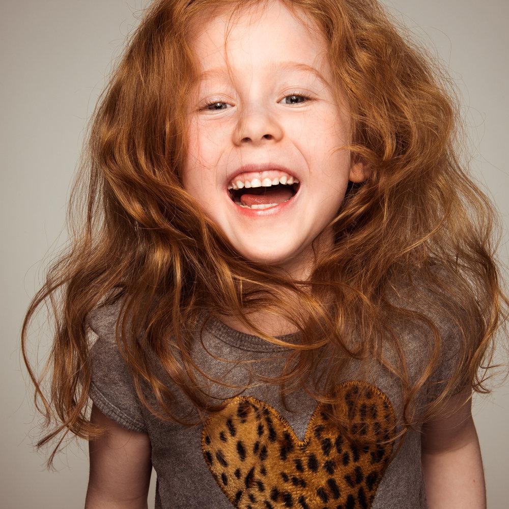 lebendiges-kinderfoto-im-fotostudio.jpg