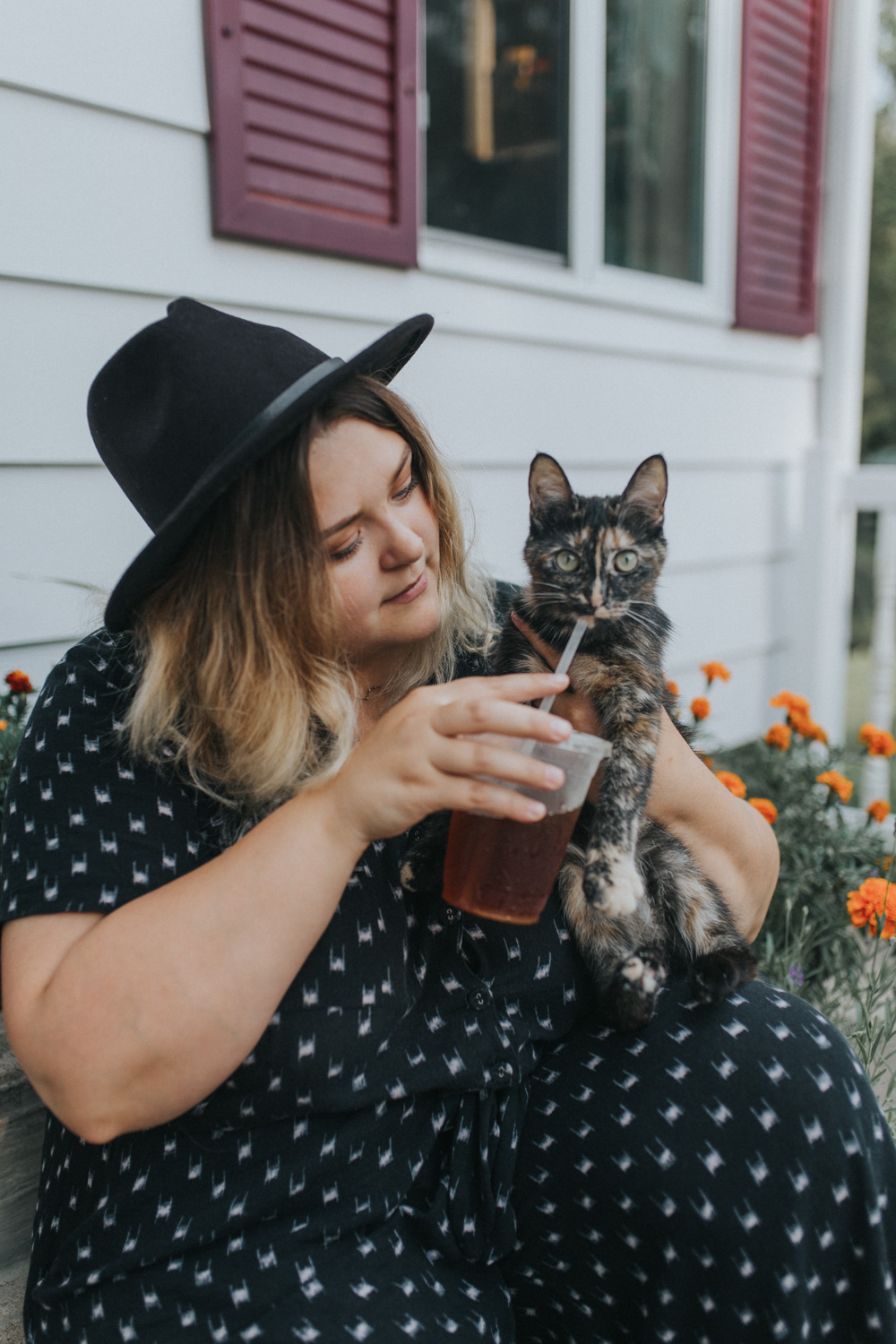 Hi, I'm Cate - I love cats and iced coffee