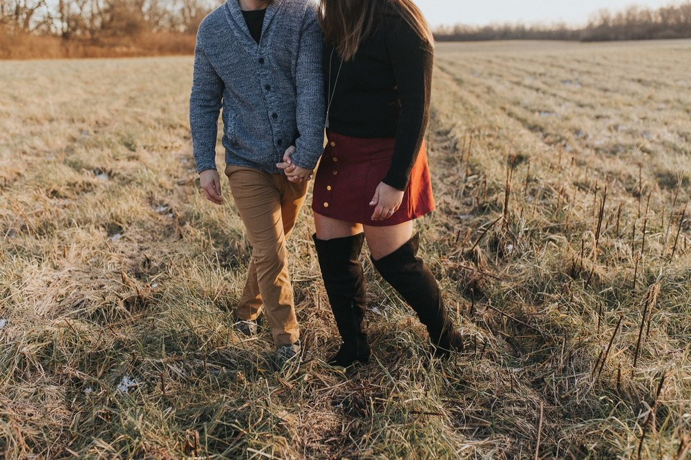 dayton-ohio-sunset-natural-adventurous-engagement-session-4.jpg