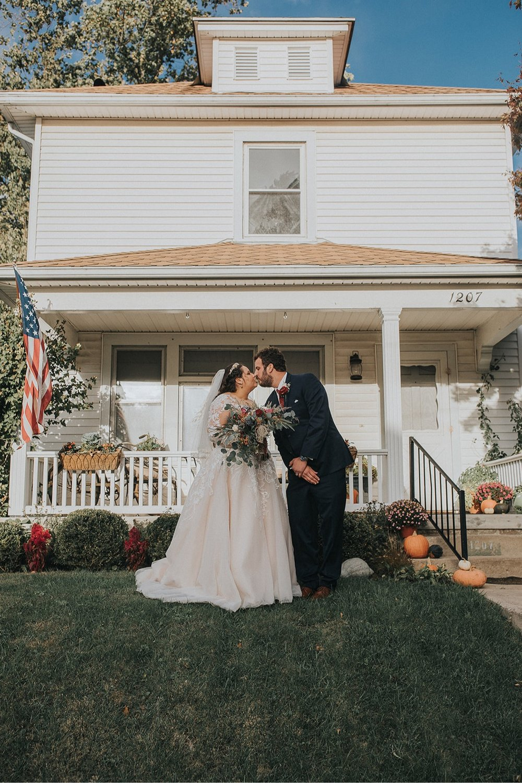 21_5W9A0416_Barn_natural_Fun_adventurous_Ohio_Party_Wedding.jpg