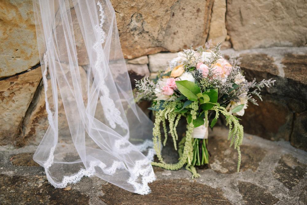 mcclure-boerne-wedding-bouquet-veil-sojourn-art-and-ink.jpg