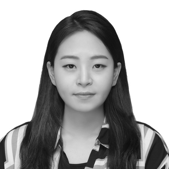 Taehee Kim - MFA candidate of Art and Technology at CalArts and received BFA from Ewha Womans University. Worked as a graphic and brand designer at KBS and CJ E&M as well as a content startup.