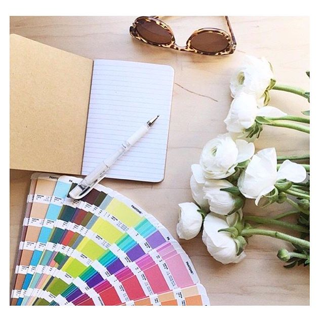Find inspiration with flowers, writing and colors. 📸 by: @pantone