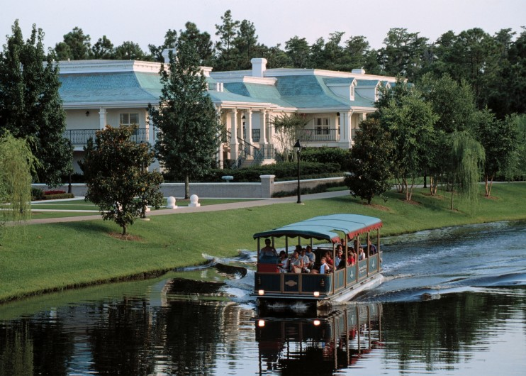enjoy a charming waterfront hotel that captures the spirit of a voyage along the mississippi -