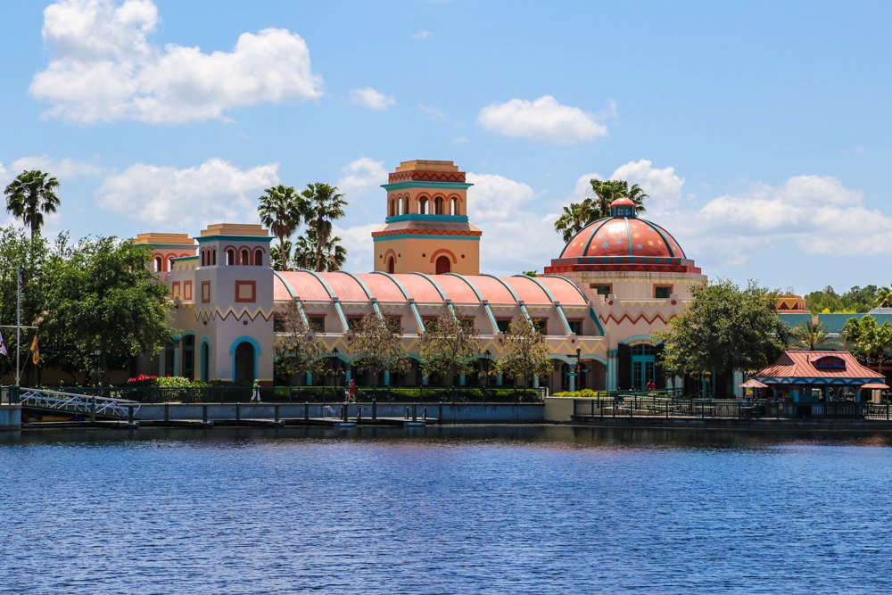 This American southwest-themed hotel, set on a 22-acre lake, invokes the spirit and romance of spanish-colonial mexico -