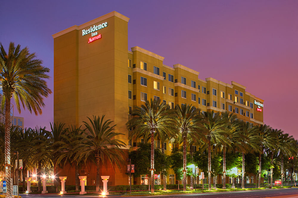 residence inn by Marriott Anaheim resort area/garden grove - At the Residence Inn Anaheim, enjoy the comforts of home in a spacious suite that includes a fully-equipped kitchen. Located a mile from the Disneyland Resort, this smoke-free, 200-room hotel also includes an outdoor swimming pool, a fitness center and an onsite playground—plus plenty of space for family and friends.