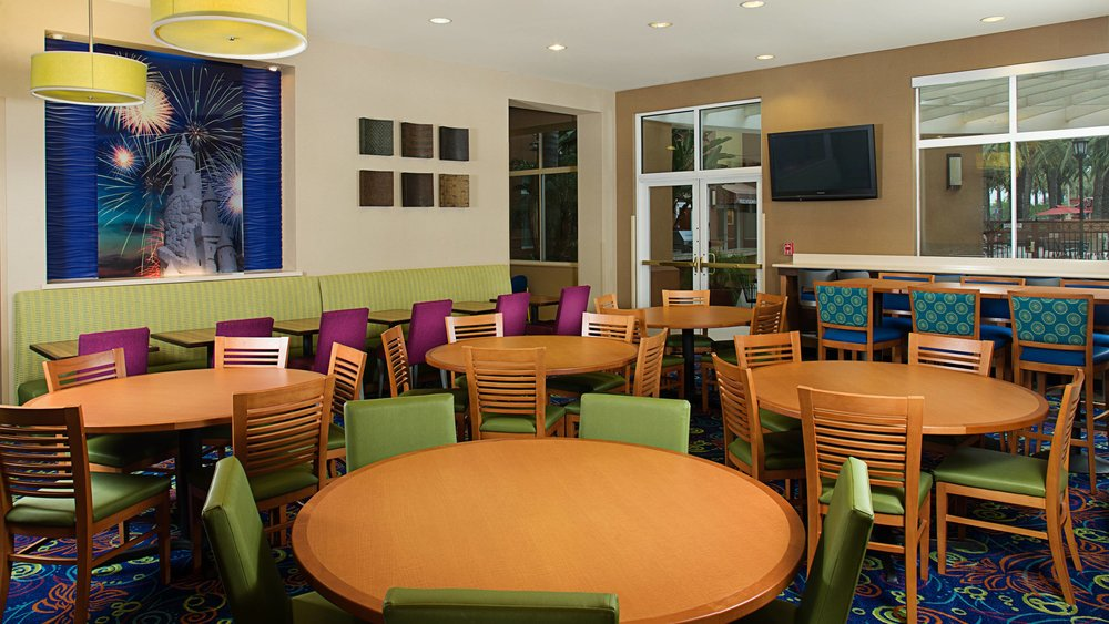 ri dining room.jpg