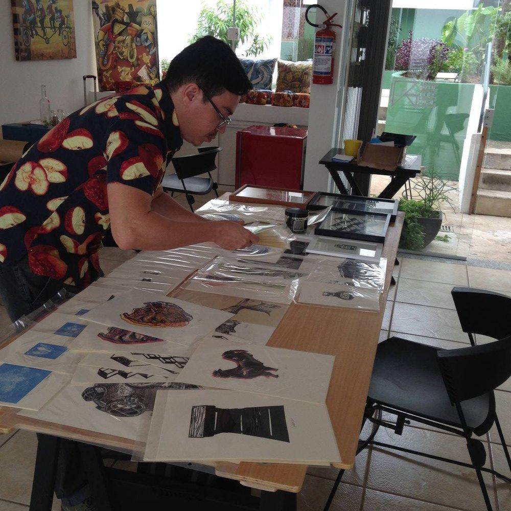 Heraldo Candido, gravurista, em seu stand, A OUTRA#3 - Jundiaí