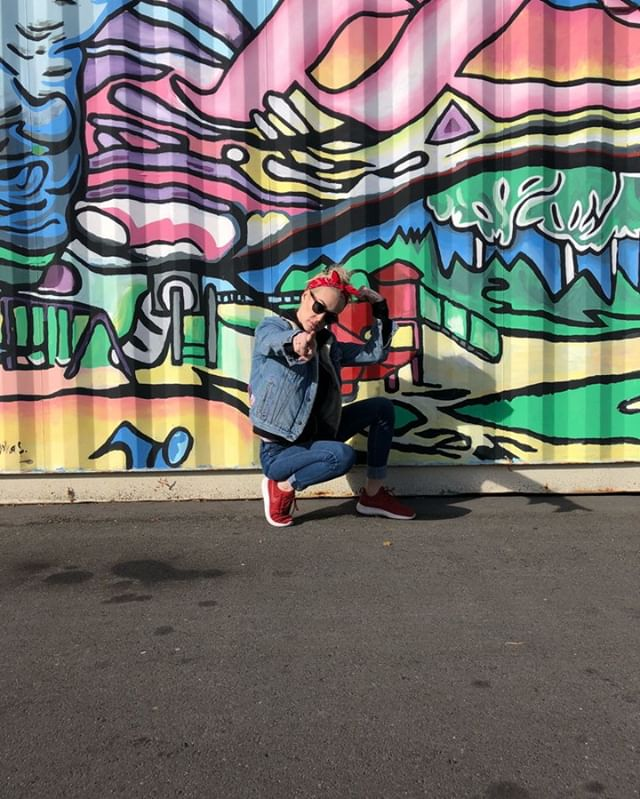 #dailyI don't know how these insta-models do it!  . . . I don't know how to pose because i typically just end up doing the Patrick Bateman . . . #americanpsycho #hueylewis #dailymorningexerciseroutine #beautificationroutine #hiptobesquare #resatdorsia #silianrail #eggshell #romaliantype #raisedletting #palenimbuswhite #modelsofig #lol #saltlakecity #saltlakeart #slcskincare #perfectpose #redbandana #porestar  #utah #utahgram #cringe #lifeelevated #beutahful #briskoutdoors #utahisrad #humor #savage #dank