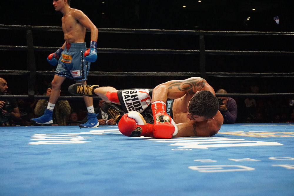 "Brandon ""The Heartbreaker"" Figueroa knocks out Oscar ""El Guerrero"" Escandon by Andrea Antolini"