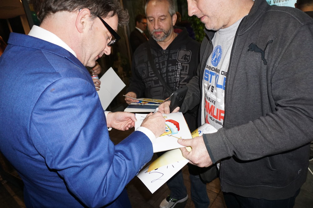 Tom Kenny signing autographs for young fans