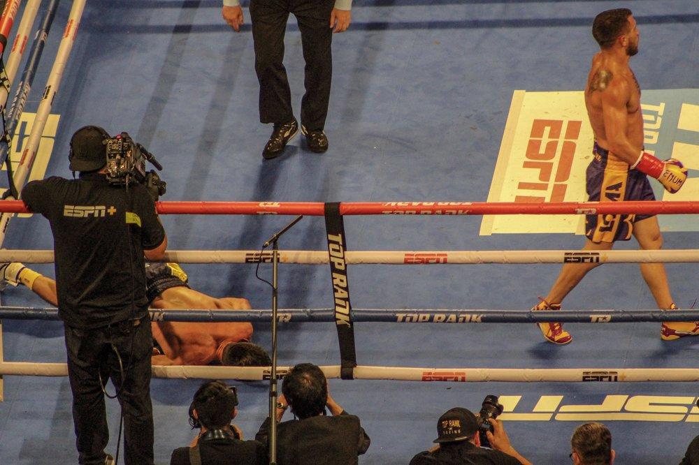 Vasily Lomachenko knocks out Anthony Crolla by Roger Martinez