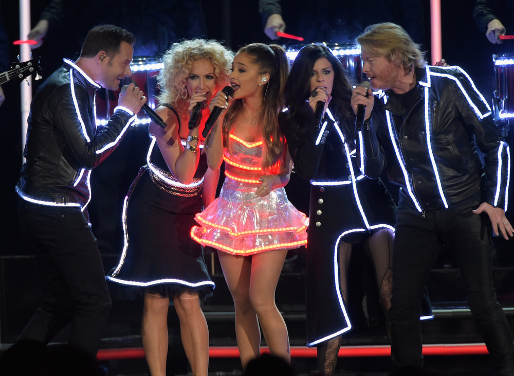 ARIANA GRANDE - CMAS WITH LITTLE BIG TOWN