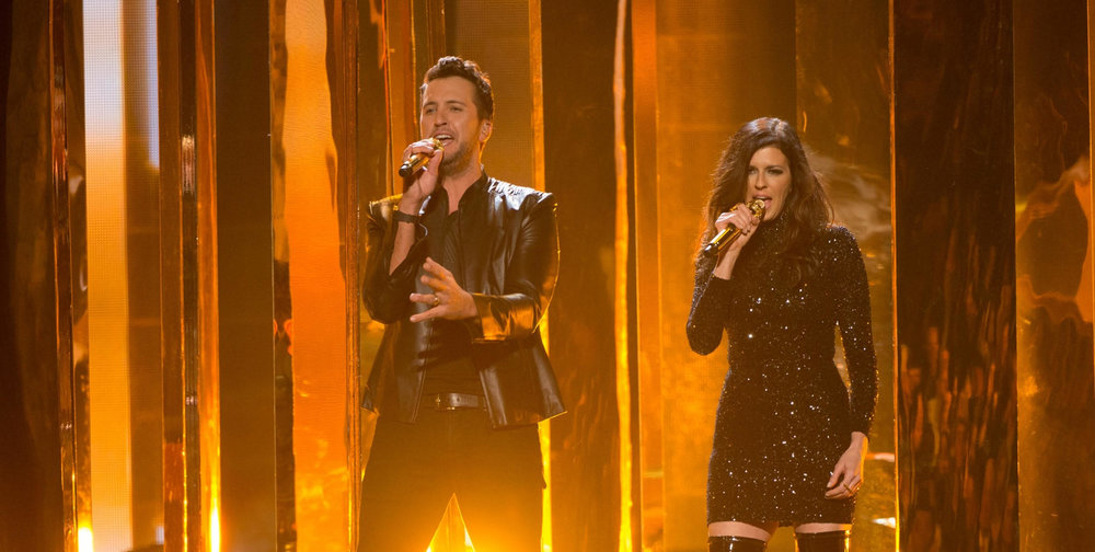 LUKE BRYAN - AMAs with Karen Fairchild