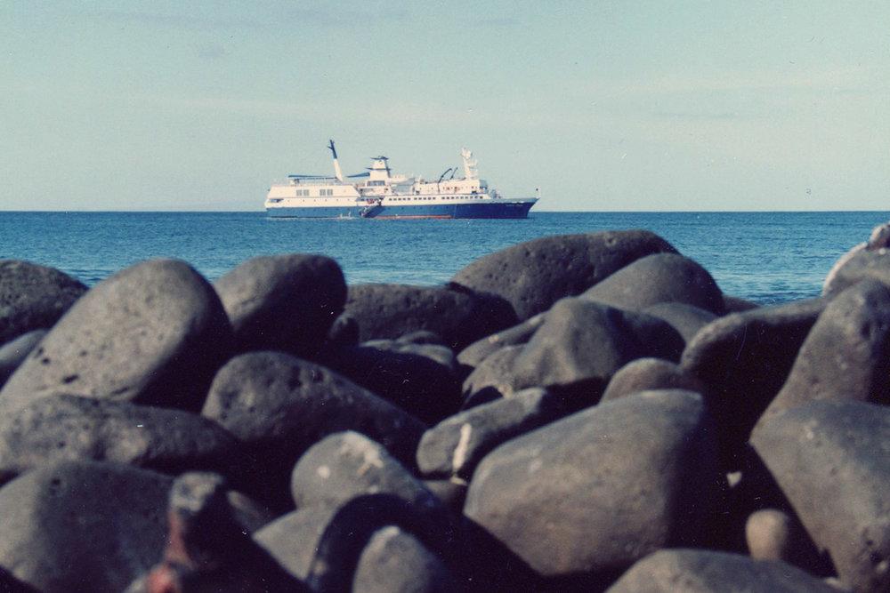 Galapagos-boat-1500x1000.jpg
