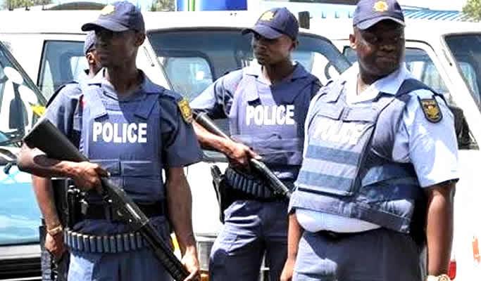South-African-policemen1.jpg