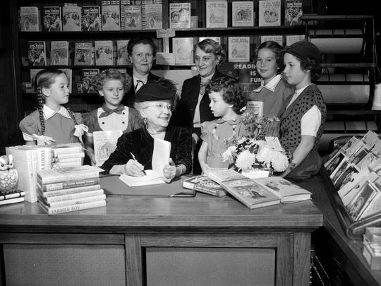 Laura Ingalls Wilder signing books at the Brown Brothers Book Store in Springfield, Missouri, on Nov. 17, 1952. (Photo: The Springfield News-Leader Collection)