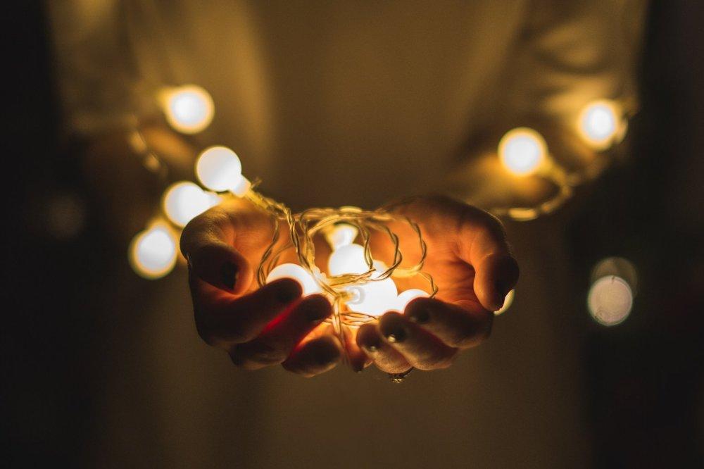 lights_hands_josh-boot-177342.jpg