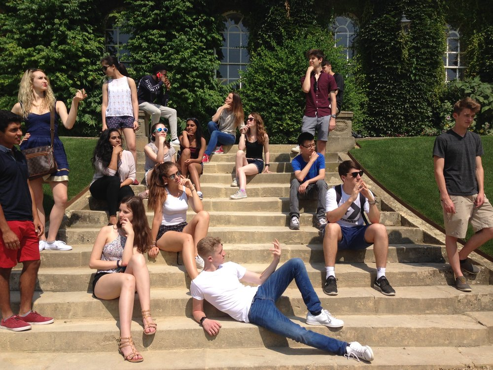 OISS students pose outside Worcester College, Oxford!