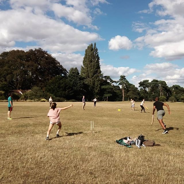 Making the most of the sunshine with a game of cricket!  Well done to the 'Wild Cats' for their tremendous performance 🌞🏆🥇🏏 . . . . . . . . . . . . . . . #oxfordsummer #oxbridgeinternational #student #summerschool #sunshine #oxford #cricket #oxbridgefamily