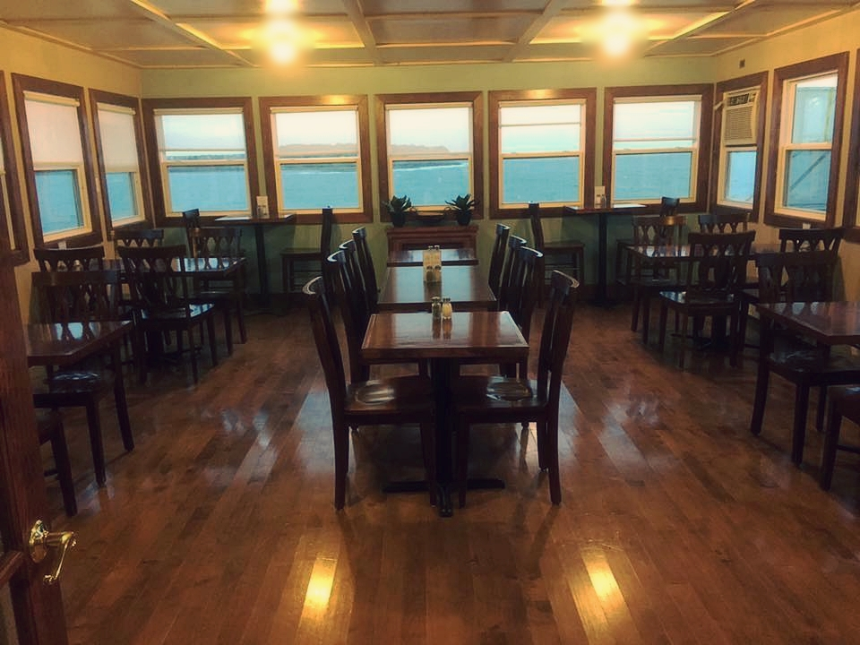 Happy Clam Cafe and Grill Spacious Dining Room with Seaside view