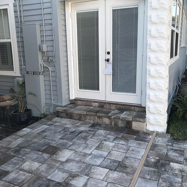 Obsessed with this color and design. Jill and Jeff, thank you for allowing us to complete your project!! #pavers #flagstonepavers #traverstone #whitetancharcoal #shoplocal #pavingtheway #pavertraders #stpetersburgpavingcompany #shopsmall #familyownedbusiness #lovewhereyoulive #welivewhereyouvacay #paverspaverspavers #freeestimates