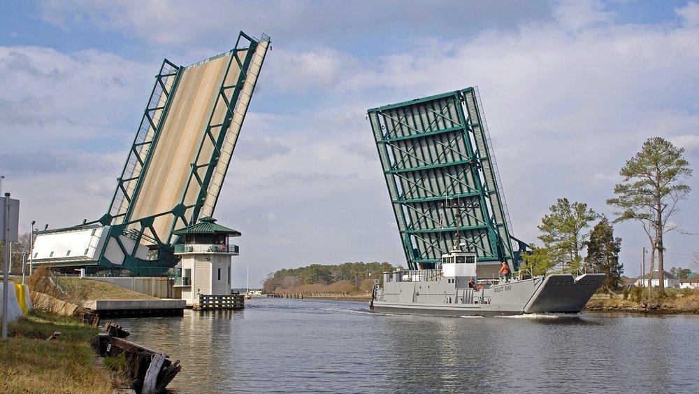 Great_Bridge_open_for_ship_-_Chesapeake,_Virginia_(2008).jpg