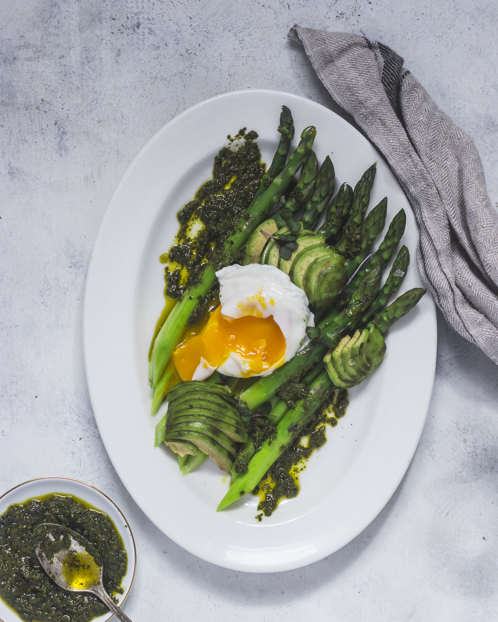 asparagus with kale pesto and egg -5.jpg