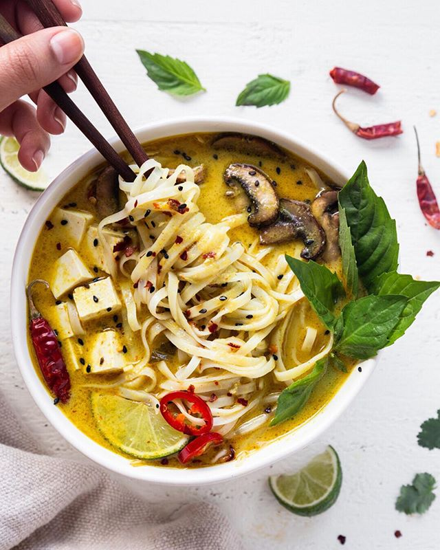 It's Cold, Send Noods!! 🥶😝 So grey and nasty out today. ⛈ All I want to do is curl up with a bowl of this Thai Curry Noodle Soup. . . . #thaicurry #noodle #noodlesoup #thefeedfeed #glutenfree #heresmyfood #foodphoto #foodphotographyandstyling #photooftheday #cooking #cookshala #pictureoftheday #tofu #ricenoodles #yellowcurry #noodles #thaifood #soup #soupinspo ⠀⠀⠀⠀⠀⠀⠀⠀⠀ https://thefeedfeed.com/rachelgurjar/thai-curry-noodle-soup