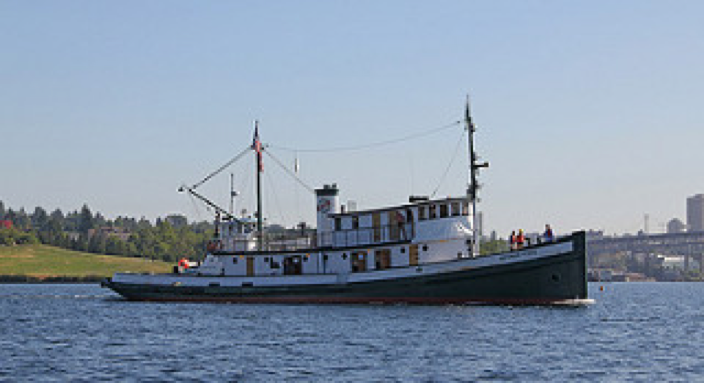 Arthur Foss passing Gasworks Park, Seattle (Photo courtesy of LG Evans Marine Images)