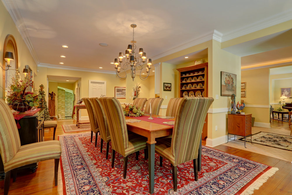 Formal dining room (2).jpg