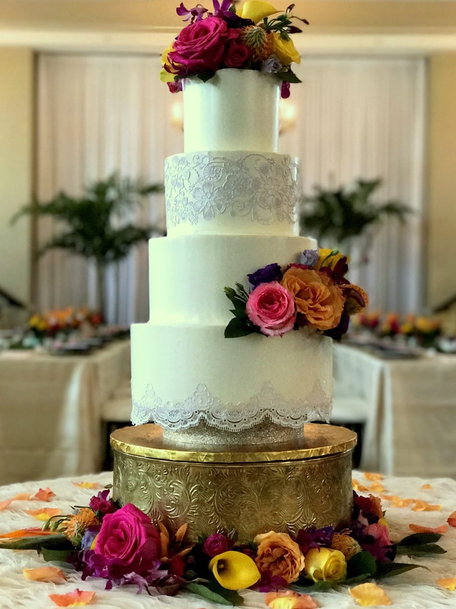 buttercream---edible-lace-and-fresh-flowers-2---don-cesar-09-14-09-673-io.jpg