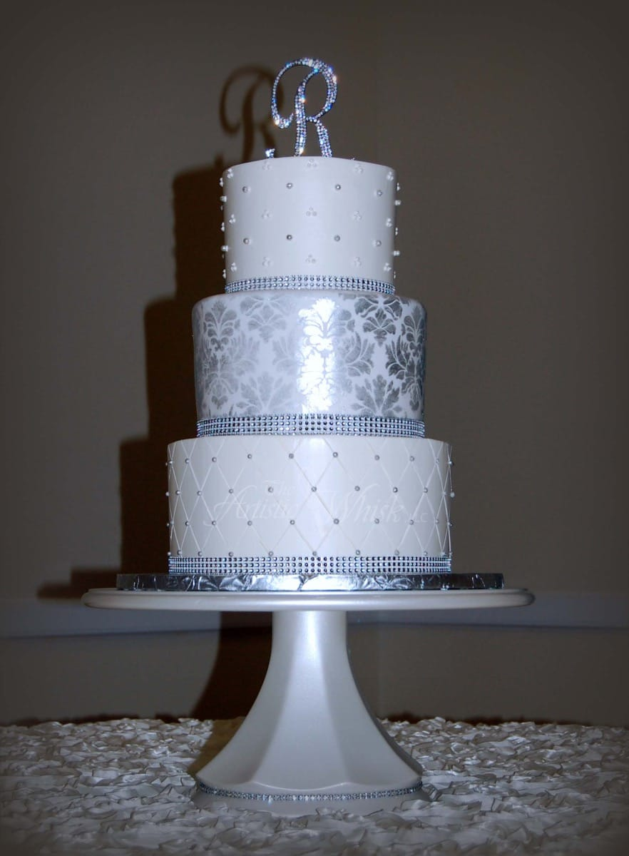 buttercream-crosshatching-and-fondant-metallic-stenciling-11-40-36-252-io.jpg