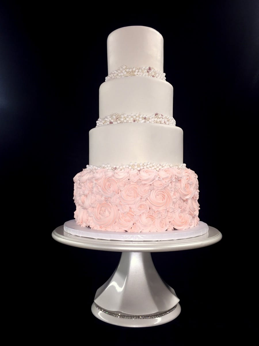 bri---blush-and-pearls---fondant-and-buttercream-11-40-34-264-io.jpg
