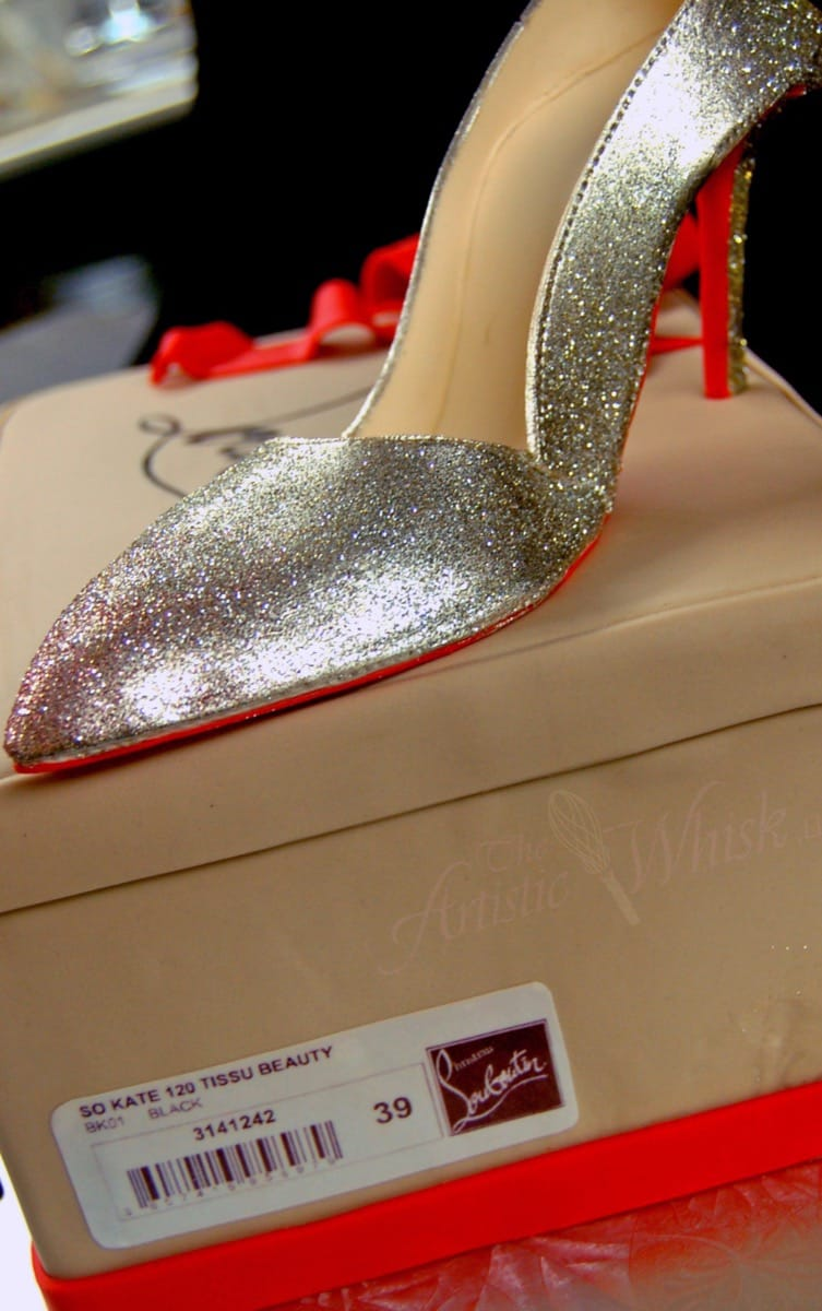 christian-louboutin-shoe-cake---edible-shoe-and-box-detail-09-43-35-161-io.jpg