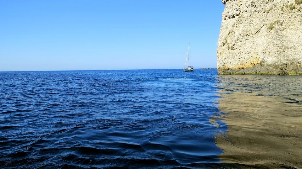 Seil langs kysten